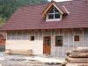 Stavba urbárskeho domu na píle